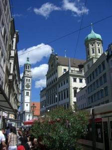 Der berühmte Perlachturm sowie das Augsburger Rathaus