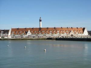 Blick vom Meer auf Calais