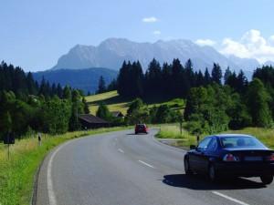 Die Deutsche Alpenstraße lässt einen wunderschöne Landschaften und Orte erleben