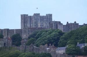 Das Dover Castle ragt über der Stadt