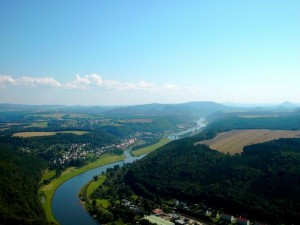 Der Verlauf der Elbe durch die schöne Natur