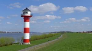 Ein Leuchtturm auf dem Elberadweg am Nord-Ostsee-Kanal
