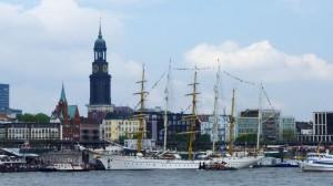 Der berühmte Hamburger Hafen, Startpunkt der Reise mit dem QM2