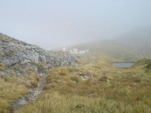 Der Mackinnon Pass im Nebel