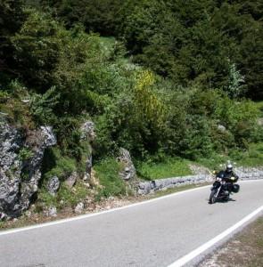 Motorradfahrer lieben kurvige Bergrouten