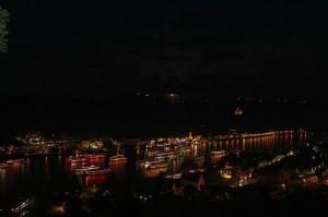Die jährliche Veranstaltung Rhein in Flammen zieht viele Menschen an