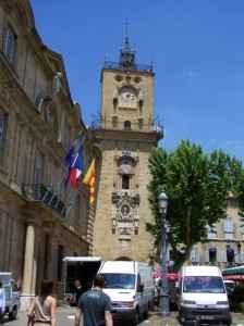 Der bekannte Uhrenturm in Aix-en-Provence
